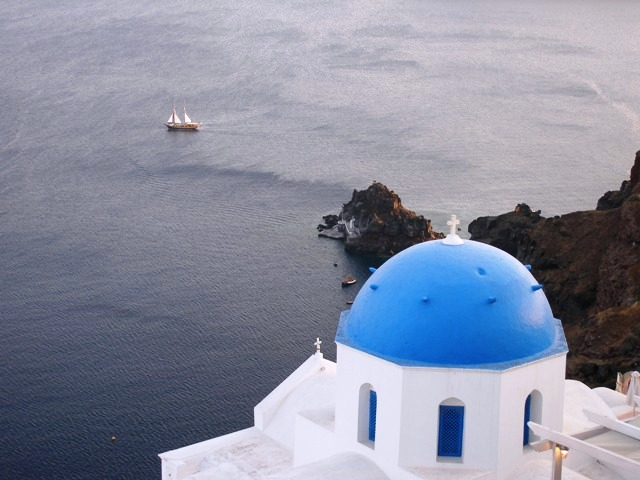 Santorini's villages and Sunset in Oia bus tour